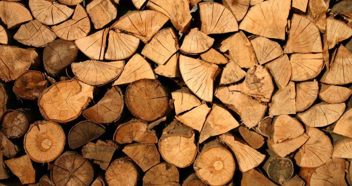 Leimholzplatten aus Kiefer, Ahorn und weiteren Holztypen